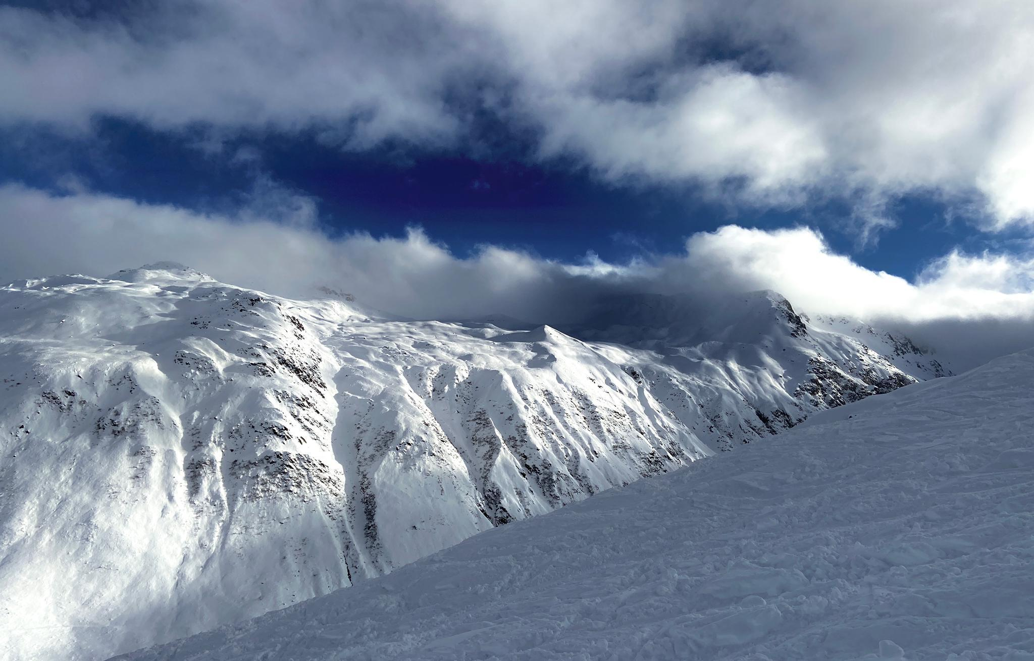Skibekleidung Testbericht: Beste Skijacken Test von Top-Marken im Vergleich. Unterteilt in beste Skijacke Damen und beste Skijacke Herren.